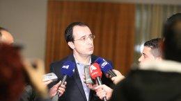 Ο Νίκος Χριστοδουλίδης ενημερώνει τους δημοσιογράφους στην Ελβετία. Φωτογραφία ΠΡΟΕΔΡΙΚΟ ΜΕΓΑΡΟ via Twitter