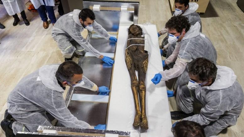 Έξι μούμιες ανακαλύφθηκαν μέσα σε φαραωνικό τάφο κοντά στο Λούξορ. FILE PHOTO. EPA/EMILIO NARANJO