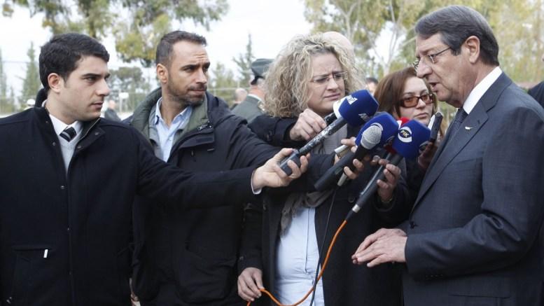 Ο Πρόεδρος της Δημοκρατίας κ. Νίκος Αναστασιάδης επισκέφθηκε το στρατόπεδο «Ηλία Παπακυριακού», στην Αθαλάσσα, συνοδευόμενος από τον Υπουργό Άμυνας κ. Χριστόφορο Φωκαΐδη, Λευκωσία 21 Δεκεμβρίου 2016. Φωτογραφία ΧΡ. ΑΒΡΑΑΜΙΔΗΣ
