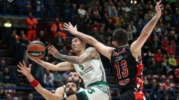anathinaikos Superfoods Athens guard Mike James (L) in action against Ea7 Emporio Armani Milan center Milan Macvan during the Euroleague basketball match EA7 Emporio Armani Milan vs Panathinaikos Superfoods Athens at Assago Forum, Milan, Italy, 21 December 2016.  EPA, MATTEO BAZZI