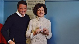 Italian Premier Matteo Renzi (L) and his wife Agnese Renzi (R) arrive to a polling station during the referendum on the government's constitutional reform in Pontassieve, near Florence, Italy, 04 December 2016. EPA, MAURIZIO DEGL' INNOCENTI