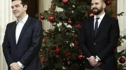 ΦΩΤΟΓΡΑΦΙΑ ΑΡΧΕΙΟΥ. Ο πρωθυπουργός Αλέξης Τσίπρας (Α) και ο υπουργός Επικρατείας και Κυβερνητικός Εκπρόσωπος Δημήτρης Τζανακόπουλος (Δ). ΑΠΕ-ΜΠΕ, ΓΙΑΝΝΗΣ ΚΟΛΕΣΙΔΗΣ