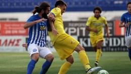 Ο παίκτης του Ατρόμητου Γιώργος Ζησόπουλος  μάχεται για την μπάλα με τον παίκτη του Παναιτωλικού Μάρκο Μαρκόβσκι, κατά τη διάρκεια του αγώνα ΑΤΡΟΜΗΤΟΣ-ΠΑΝΑΙΤΩΛΙΚΟΣ για το Κύπελλο Ελλάδας στο Γήπεδο Περιστερίου, την Τετάρτη 26 Οκτωβρίου 2016. Τελικό αποτέλεσμα Ατρόμητος-Παναιτωλικός 1-0. ΑΠΕ-ΜΠΕ/ΑΠΕ-ΜΠΕ/ΠΑΝΑΓΙΩΤΗΣ ΜΟΣΧΑΝΔΡΕΟΥ