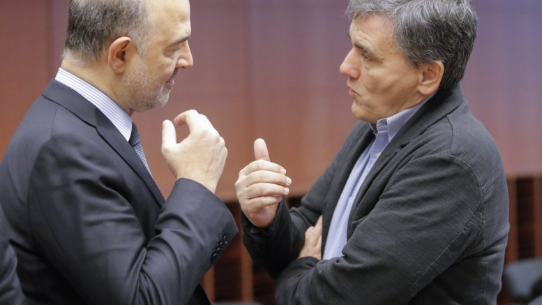 European commissioner in charge of Economic and Financial Affairs Pierre Moscovici (L) and Greek Finance Minister Euclidis Tsakalotos (R). EPA, OLIVIER HOSLET