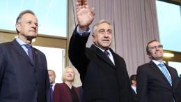 Ο Γενικός Διευθυντής του Γραφείου των Ηνωμένων Εθνών στη Γενεύη κ. MichaelMoller και ο Ειδικός Σύμβουλος του Γ.Γ. των ΗΕ για την Κύπρο κ. EspenBarthEide υποδέχονται τον κατοχικό ηγέτη κ. Μουσταφά Ακιντζί στη Γενεύη της Ελβετίας, Δευτέρα 9 Ιανουαρίου 2017. ΚΥΠΕ, ΚΑΤΙΑ ΧΡΙΣΤΟΔΟΥΛΟΥ