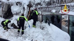 A handout photo made available by the Italian Fire Department shows rescue operations at hotel Rigopiano after it was hit by an avalanche in Farindola (Pescara), Abruzzo region, late 19 January 2017. EPA/ITALIAN FIRE DEPARTMENT HANDOUT HANDOUT EDITORIAL USE ONLY/NO SALES