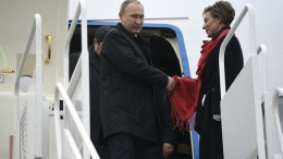 Russian President Vladimir Putin (C) steps out of a plane as he arrives to the Liszt Ferenc International Airport in Budapest, Hungary. EPA, TAMAS KOVACS HUNGARY OUT