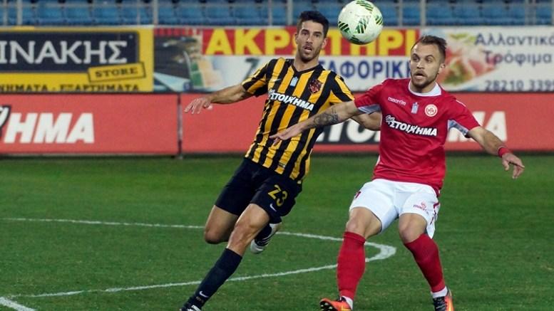 Ο παίκτης του Πλατανιά (Δ) και ο παίκτης της ΑΕΚ Βίλα Ντίντακ (Α) διεκδικούν την μπάλα κατά την διάρκεια του αγώνα Πλατανιάς – ΑΕΚ για τα προημιτελικά του κυπέλλου Ελλάδας, στο δημοτικό γήπεδο Περιβολίων, Χανιά. ΑΠΕ-ΜΠΕ, ΠΕΤΡΟΣ ΠΑΤΤΑΚΟΣ