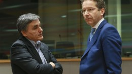 FILE PHOTO. Greek Finance Minister Euclid Tsakalotos (L) and the President of the Eurogroup, Dutch Finance Minister Jeroen Dijsselbloem  prior to the start of a Eurogroup Finance Ministers' meeting. EPA/OLIVIER HOSLET