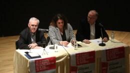 Ο αντιπρόεδρος της Κυβέρνησης Γιάννης Δραγασάκης (A) και ο ευρωβουλευτής του ΣΥΡΙΖΑ Δημήτρης Παπαδημούλης (Δ) μιλούν σε εκδήλωση ΣΥΡΙΖΑ με θέμα «Από τη χρεοκοπία και τα μνημόνια στη βιώσιμη ανάπτυξη και το τέλος της επιτροπείας» στο Δημαρχείο του Χολαργού. ΑΠΕ ΜΠΕ, ΟΡΕΣΤΗΣ ΠΑΝΑΓΙΩΤΟΥ