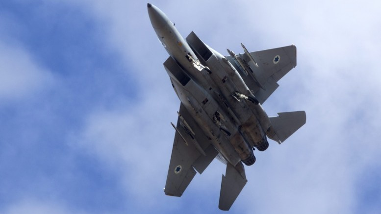 An Israeli F-15 jet fighter. EPA/JIM HOLLANDER