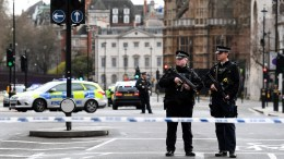 FILE PHOTO. Armed police in London. EPA, ANDY RAIN