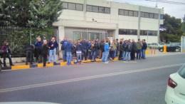 File Photo: Οι εργαζόμενοι του Mega έξω από τα γραφεία του Έθνους και της Ημερησίας. Φωτογραφία από εργαζόμενο του καναλιού
