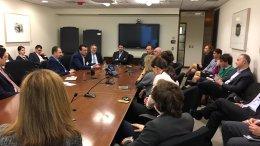 Συζήτηση του Νίκου Παππά με ´Ελληνες και Κύπριους εργαζόμενους-στελέχη της Παγκόσμιας Τράπεζας για την αναβάθμιση της παρουσίας της χώρας στον οργανισμό. Φωτογραφία via Twitter