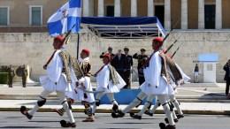 File Photo: Ο Πρόεδρος της Δημοκρατίας Προκόπης Παυλόπουλος (βάθος) παρακολουθεί την παρέλαση, στον περυσινό εορτασμό της 25ης Μαρτίου, στο Σύνταγμα, Σάββατο 25 Μαρτίου 2017. ANA-MPA, ΑΠΕ - ΜΠΕ, Αλέξανδρος Μπελτές