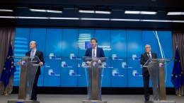 From left to right: Mr Pierre MOSCOVICI, Member of the European Commission; Mr Jeroen DIJSSELBLOEM, President of the Eurogroup; Mr Klaus REGLING, European Stability Mechanism Managing Director. Copyright: European Union