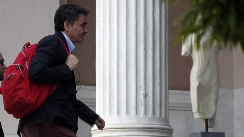 O υπουργός Οικονομικών Ευκλείδης Τσακαλώτος προσέρχεται στο Μέγαρο Μαξίμου. ΑΠΕ-ΜΠΕ, ΑΛΕΞΑΝΔΡΟΣ ΒΛΑΧΟΣ