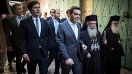 Ο πρωθυπουργός Αλέξης Τσίπρας επισκέφθηκε τον Πανάγιο Τάφο μαζί με τον Πατριάρχη Θεόφιλο, όπου τους ξενάγησε η επικεφαλής της επιστημονικής ομάδας του ΕΜΠ, καθηγήτρια Αντωνία Μοροπούλου, η οποία τους ενημέρωσε με λεπτομέρειες για τις εργασίες αναστήλωσης και αποκατάστασης του ιερού κουβουκλίου του Παναγίου Τάφου από επιστημονική ομάδα του Εθνικού Μετσόβειου Πολυτεχνείου (ΕΜΠ). ΑΠΕ-ΜΠΕ, ΓΡΑΦΕΙΟ ΤΥΠΟΥ ΠΡΩΘΥΠΟΥΡΓΟΥ, Andrea Bonetti