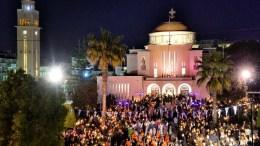 Πλήθος από πιστούς ακολουθούν την περιφορά του Επιταφίου της Ιεράς Μητρόπολης Κορίνθου, χοροστατούντος του Μ. Κορινθίας Διονύσιου, τη Μεγάλη Παρασκευή 14 Απριλίου 2017. ΑΠΕ-ΜΠΕ, ΨΩΜΑΣ ΒΑΣΙΛΗΣ