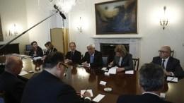Ο Πρόεδρος της Δημοκρατίας Προκόπης Παυλόπουλος (3Δ), συνομιλεί με τα μέλη της αντιπροσωπείας της American Hellenic Educational Progressive Association, κατά τη διάρκεια της συνάντησής τους, στο Προεδρικό Μέγαρο, Αθήνα Πέμπτη 20 Απριλίου 2017. ΑΠΕ-ΜΠΕ, ΓΙΑΝΝΗΣ ΚΟΛΕΣΙΔΗΣ