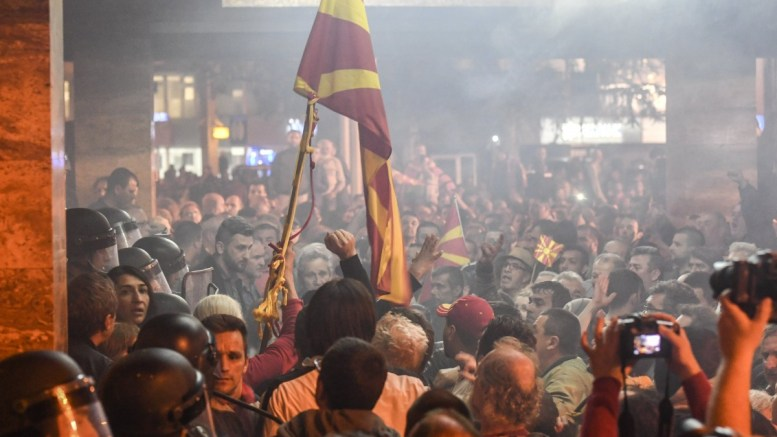Φωτογραφία Αρχείου FILE PHOTO: Protesters clash with police after protesters stormed the Fyromian Parliament, in Skopje, FYROM.  EPA, GEORGI LICOVSKI