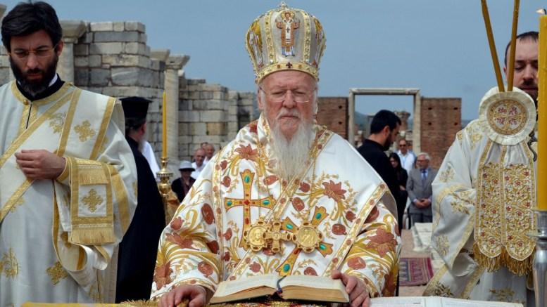 FILE PHOTO: Ο Οικουμενικός Πατριάρχης Βαρθολομαίος χωροστατεί στα ερείπια της παλαιοχριστιανικής εκκλησίας του Αγίου Ιωάννη του Θεολόγου στην Έφεσο, στο πλαίσιο της επίσκεψης του στην Σμύρνη. ΑΠΕ-ΜΠΕ, ΣΤΡΑΤΗΣ ΜΠΑΛΑΣΚΑΣ
