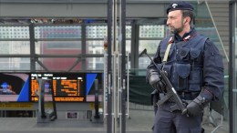 Italian Carabinieri police on patrol. FILE PHOTO. EPA/ALESSANDRO DI MARCO