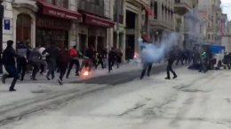 Πέντε οπαδοί του Ολυμπιακού τραυματίσθηκαν από επίθεση ομαδών της Φενέρμπαχτσε στην Πολή. Φωτογραφία ΠΡΩΤΟ ΘΕΜΑ.