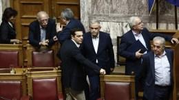 FILE PHOTO: Ο πρωθυπουργός Αλέξης Τσίπρας (Κ) στην Ολομέλεια της Βουλής. ΑΠΕ-ΜΠΕ, ΓΙΑΝΝΗΣ ΚΟΛΕΣΙΔΗΣ