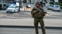 An armed soldier stands guard outside of the Brussels Central Station after a neutralized terrorist attack attempt, in Brussels. EPA/STEPHANIE LECOCQ.