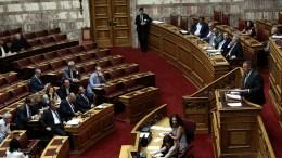 ΦΩΤΟΓΡΑΦΙΑ ΑΡΧΕΙΟΥ. Ο υπουργός Εθνικής Άμυνας Πάνος Καμμένος απαντάει από το βήμα της Βουλής σε επίκαιρη ερώτηση του αντιπροέδρου της ΝΔ Άδωνι Γεωργιάδη με αντικείμενο την επικοινωνία του κ. Καμμένου με τον ισοβίτη κ. Γιαννουσάκη. ΑΠΕ-ΜΠΕ/ΣΥΜΕΛΑ ΠΑΝΤΖΑΡΤΖΗ