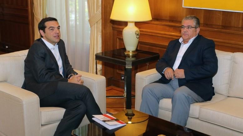 Ο πρωθυπουργός, Αλέξης Τσίπρας συναντάται με τον Γ.Γ. της ΚΕ του ΚΚΕ Δημήτρη Κουτσούμπα. Διαδοχικές συναντήσεις στο Μέγαρο Μαξίμου έχει ο πρωθυπουργός με τον πρόεδρο της Βουλής και τους πολιτικούς αρχηγούς προκειμένου να τους ενημερώσει για τη συμφωνία στο Eurogroup της 15ης Ιουνίου και τις εξελίξεις στο Κυπριακό. ΑΠΕ-ΜΠΕ/Παντελής Σαίτας.