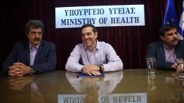 Ο πρωθυπουργός Αλέξης Τσίπρας απευθύνεται στους υπαλλήλους και την ηγεσία του Υπουργείου Υγείας, Αθήνα Παρασκευή 30 Ιουνίου 2017. Ο πρωθυπουργός επισκέφθηκε το υπουργείο για να συζητήσει θέματα του υπουργείου με τον υπουργό Ανδρέα Ξανθό και τον αναπληρωτή υπουργό Παύλο Πολάκη. ΑΠΕ-ΜΠΕ/ΟΡΕΣΤΗΣ ΠΑΝΑΓΙΩΤΟΥ