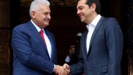 Ο πρωθυπουργός, Αλέξης Τσίπρας, με τον πρωθυπουργό της Τουρκίας, Binali Yildirim. ΑΠΕ-ΜΠΕ/ΟΡΕΣΤΗΣ ΠΑΝΑΓΙΩΤΟΥ.