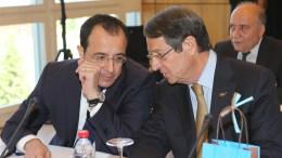 File PHOTO: Ο Πρόεδρος της Κυπριακής Δημοκρατίας Νίκος Αναστασιάδης με τον Νίκο Χριστοδουλίδη κατά την έναρξη της Διάσκεψης για το Κυπριακό στο Crans Montana της Ελβετίας. ΚΥΠΕ, ΚΑΤΙΑ ΧΡΙΣΤΟΔΟΥΛΟΥ