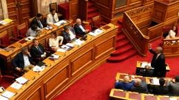 Ο βουλευτής της ΝΔ Μάκης Βορίδης (Δ- όρθιος) μιλά απευθυνόμενος στα υπουργικά έδρανα στην Ολομέλεια της Βουλής. ΑΠΕ-ΜΠΕ, Αλέξανδρος Μπελτές