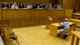 Ο Παναγιώτης Μπούσιος καταθέτει στο Α' Τριμελές Εφετείο Κακουργημάτων όπου διεξάγεται η δίκη της Χρυσής Αυγής , Δευτέρα 10 Ιουλίου 2017. Συνεχίζεται στο Εφετείο Αθηνών με εξέταση μαρτύρων κατηγορίας η δίκη της ηγεσίας και μελών της Χρυσής Αυγής. ΑΠΕ-ΜΠΕ/Παντελής Σαίτας