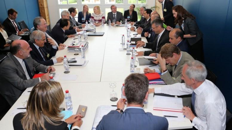 FILE PHOTO: Ο Πρόεδρος της Κύπρου Νίκος Αναστασιάδης, ο υπουργός Εξωτερικών της Ελλάδας Νίκος Κοτζιάς, ο Μουσταφά Ακιντζί και ο Τούρκος υπουργός Εξωτερικών Μεβλούτ Τσαβούσογλου στη Διάσκεψη για το Κυπριακό στο Crans Montana της Ελβετίας. ΑΠΕ-ΜΠΕ, ΚΥΠΕ, ΚΑΤΙΑ ΧΡΙΣΤΟΔΟΥΛΟΥ