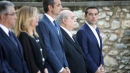FILE PHOTO: Ο πρωθυπουργός Αλέξης Τσίπρας, ο πρόεδρος της Βουλής Νίκος Βούτσης, ο πρόεδρος της Ν.Δ. Κώστας Μητσοτάκης και ο γενικός γραμματέας του ΚΚΕ Δημήτρης Κουτσούμπας στη δεξίωση για την ελληνική Δημοκρατία, στο Προεδρικό Μέγαρο. Φωτογραφία ΑΠΕ-ΜΠΕ, ΣΥΜΕΛΑ ΠΑΝΤΖΑΡΤΖΗ