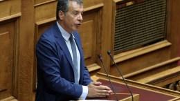 Ο επικεφαλής του Ποταμιού Σταύρος Θεοδωράκης μιλάει στη συνεδρίαση της Ολομέλειας της Βουλής με θέμα την ενημέρωση από τον πρωθυπουργό Αλέξη Τσίπρα για τις εξελίξεις στη διαπραγμάτευση για το Κυπριακό ζήτημα, Αθήνα. ΑΠΕ-ΜΠΕ/ΣΥΜΕΛΑ ΠΑΝΤΖΑΡΤΖΗ.