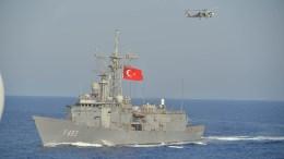Τουρκική φρεγάτα κλάσης Ο.Η. Perry σε άσκηση. Φωτογραφία Turkish Navy.