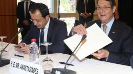 O κυβερνητικός εκπρόσωπος της Κύπρου, Νίκος Χριστοδουλίδης και ο Πρόεδρος της Κυπριακής Δημοκρατίας, Νίκος Αναστασιάδης. Φωτογραφία Αρχείου: ΚΥΠΕ.