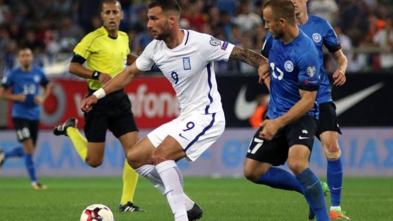 Ο παίκτης της Εθνικής Ελλάδας Απόστολος Βέλλιος (Α) που έχει την κατοχή της μπάλας ενώ τον μαρκάρει ο παίκτης της Εσθονίας Enar Jaager (Δ) κατά τη διάρκεια του αγώνα Εθνική Ελλάδας Εθνική Εσθονίας για την 7η αγωνιστική του 8ου ομίλου, για την πρόκριση στην τελική φάση του Παγκοσμίου Κυπέλλου 2018, στο γήπεδο «Γ. Καραϊσκάκης», την Πέμπτη 31 Αυγούστου 2017. Τελικό αποτέλεσμα Ελλάδα Εσθονία 0 - 0. ΑΠΕ-ΜΠΕ/ΑΠΕ-ΜΠΕ/ΠΑΝΑΓΙΩΤΗΣ ΜΟΣΧΑΝΔΡΕΟΥ