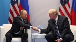 Ο Πρόεδρος της Ρωσίας, Βλαντιμίρ Πούτιν και ο Πρόεδρος των ΗΠΑ, Ντόναντ Τραμπ. Φωτογραφία: ΚΥΠΕ.
