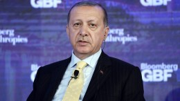 Turkish President Recep Tayyip Erdogan speaks during the inaugural Bloomberg Global Business Forum at the Plaza Hotel in New York, New York, USA, 20 September 2017. The forum will feature more than 50 heads of state and 250 international CEOs as it is held on the sidelines of the ongoing nearby General Debate of the United Nations General Assembly. EPA, ANDREW GOMBERT