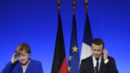 German Chancellor Angela Merkel (L) and French President Emmanuel Macron (R) at the Elysee Palace in Paris. EPA, JULIEN DE ROSA
