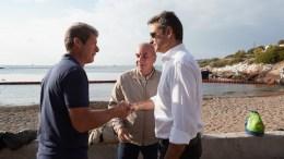Ο πρόεδρος της Νέας Δημοκρατίας Κυριάκος Μητσοτάκης, επισκέφθηκε την Σαλαμίνα και την θαλάσσια περιοχή όπου έγινε το ναυάγιο του πλοίου «Αγία Ζώνη 2», Σάββατο 30 Σεπτεμβρίου 2017. ΑΠΕ-ΜΠΕ/ΓΡΑΦΕΙΟ ΤΥΠΟΥ ΝΔ/ΔΗΜΗΤΡΗΣ ΠΑΠΑΜΗΤΣΟΣ