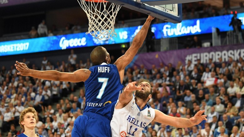 Shawn Huff (L) of Finland in action against Nikolaos Pappas (R) of Greece during the FIBA EuroBasket 2017 group A match between Greece and Finland in Helsinki, Finland, 05 September 2017. EPA/KIMMO BRANDT