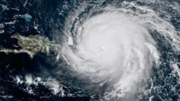 Στις 17.00 ώρα Ελλάδας, ο κυκλώνας βρισκόταν σε απόσταση 115 χιλιομέτρων από τις βορειοανατολικές ακτές της Κούβας, σύμφωνα με τις κουβανικές αρχές. Κύματα ύψους 5 μέτρων καταγράφθηκαν στην περιοχή Πούντα Λουκρέσια (βορειοανατολικά). EPA/NOAA HANDOUT HANDOUT EDITORIAL USE ONLY/NO SALES