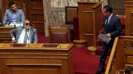 Ο υπουργός Ναυτιλίας και Νησιωτικής Πολιτικής Παναγιώτης Κουρουμπλής (Δ) και ο αντιπρόεδρος της ΝΔ Άδωνις Γεωργιάδης (Δ), στην Ολομέλεια της Βουλής στη συζήτηση επίκαιρων ερωτήσεων προς την Κυβέρνηση, Παρασκευή 22 Σεπτεμβρίου 2017. ΑΠΕ-ΜΠΕ/Αλέξανδρος Μπελτές
